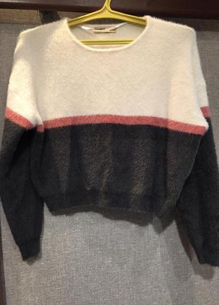Мягусенький укорочённый свитерок pull&bear, р. м
