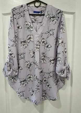 Стильная блузка с принтом красивых цветов