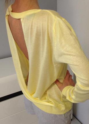 Жёлтый оригинальный лёгкий летний свитерок с открытой спинкой