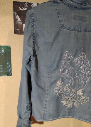 Джинсовая рубашка с ручной вышивкой