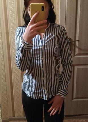Стильная рубашка в вертикальную полоску
