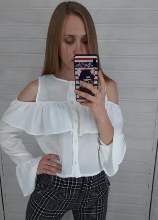 Белая блузка с открытыми плечами missguided