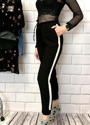 Зауженные брюки с лампасами от stradivarius