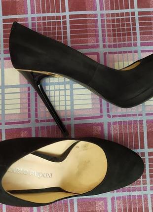 Эффектные черные замшевые туфли carlo pazolini