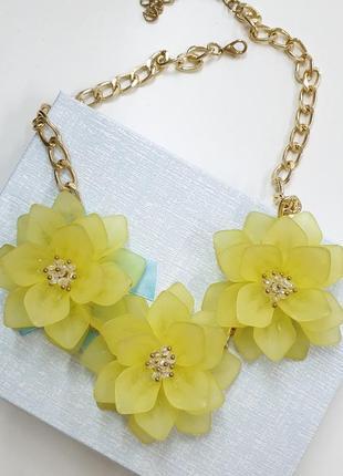 Колье с желтыми цветами