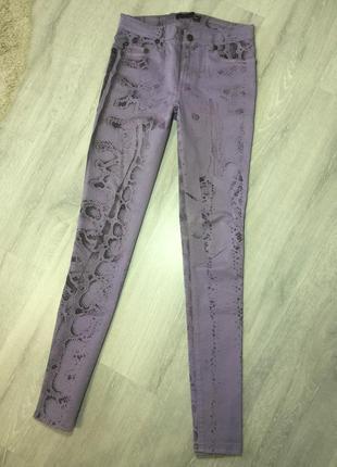 Брюки-джинсы фиолетовые рептилия 🦎