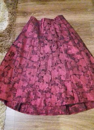 Платье на барышню а -образного силуэта подойдет при узкой талии и бедрах