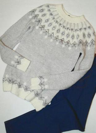 Красивый свитер с орнаментом