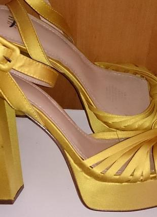 Жовті атласні босоніжки h&m р42 нові
