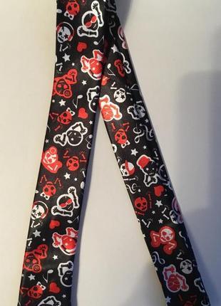 Новый галстук с черепами для младшего школьника