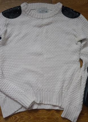 Крутой свитер с шипами bershka