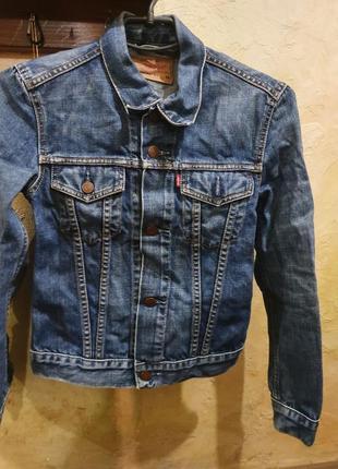 Джинсовая курточка levis
