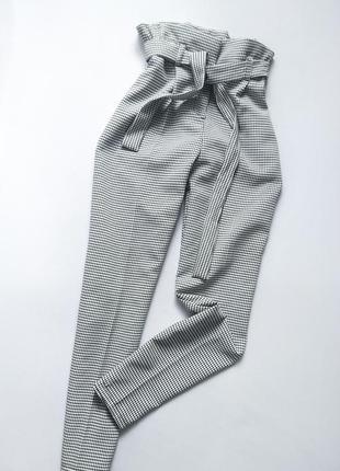 Очень стильные брюки на высокой посадке с поясом в стильный принт