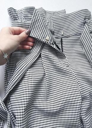 Очень стильные брюки на высокой посадке с поясом в стильный принт5 фото