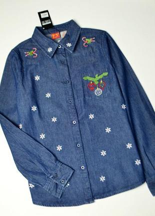 Стильная джинсовая рубашка в зимний принт