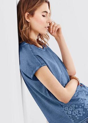 Распродажа футболка с оригинальным эффектом потертости и красивой вышивкой от tchibo