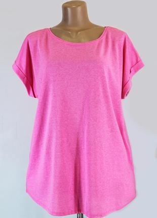 Яркая розовая футболка большого размера 54-58 (uk20-22).