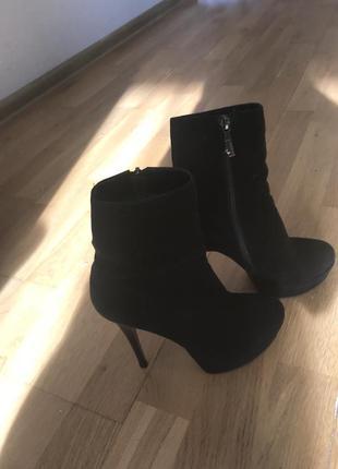 Замшеві чобітки