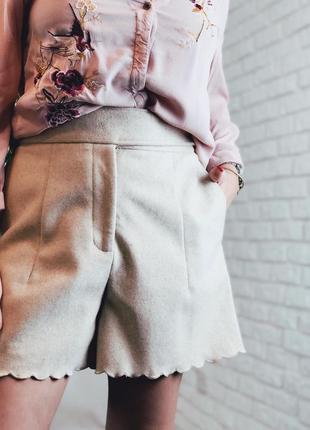 Шерстяные шорты на высокой талии бежевые теплые