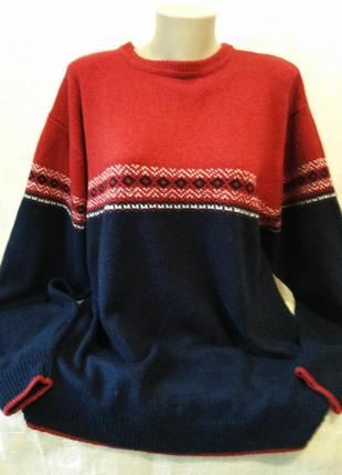 Теплый свитер с орнаментом большого размера