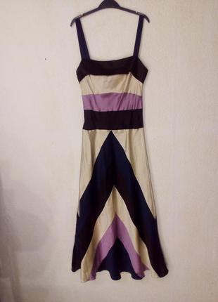 Очень красивое, стильное, изысканное платье.