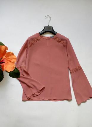 Красивая нежная блуза с длинными рукавами