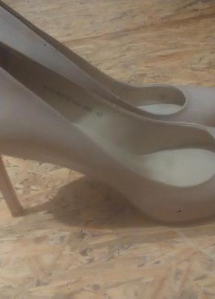Женские нюдовые туфли лодочки на каблуке braska