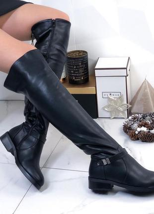 Зимние сапоги ботфорты на низком каблуке, высокие ботфорты чёрного цвета.