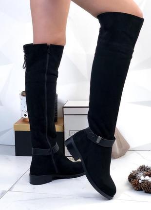 Зимние замшевые сапоги ботфорты на низком каблуке, высокие ботфорты чёрного цвета.