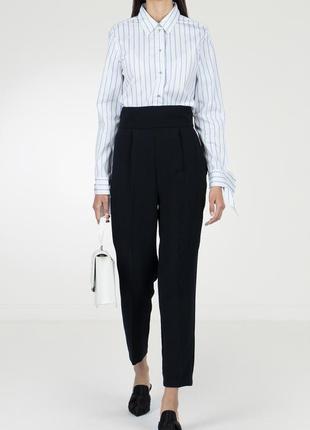 Укорочённые брюки на высоком поясе