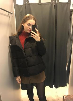 Короткий пуховик с капюшоном куртка ostin