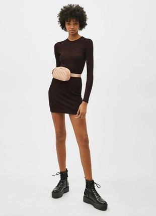Черное базовое платье по фигуре