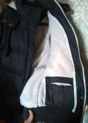 8-10/с-м крутая стеганная меховая жилетка безрукавка с капюшоном3 фото