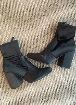 Ботинки-носки на широком каблуке из эластичного материала от steve madden  размер 39