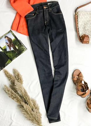 Актуальные джинсы темно-синего цвета  pn1946013  h&m