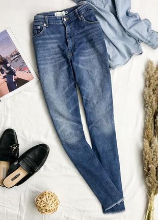 Актуальные джинсы с легкими потертостями  pn1946028  h&m