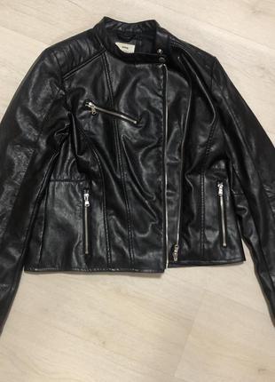 Чёрная кожанка косуха куртка курточка эко кожа sinsay