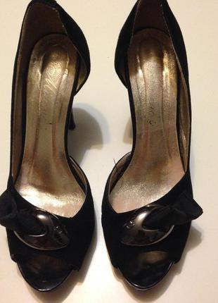 Кожаные туфли . босоножки