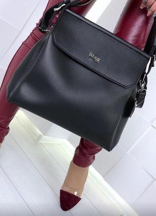 Черная матовая вместительная сумка на плечо
