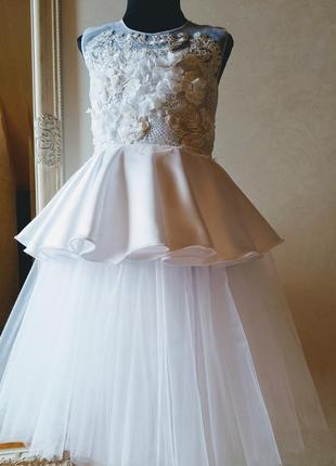 Нарядное белоснежное платье для девочки