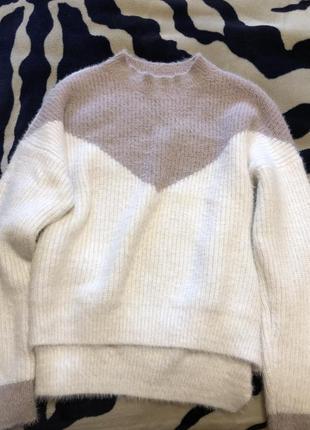 Мягкий пушистый оверсайз свитер
