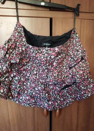 Яркая юбка в цветочек