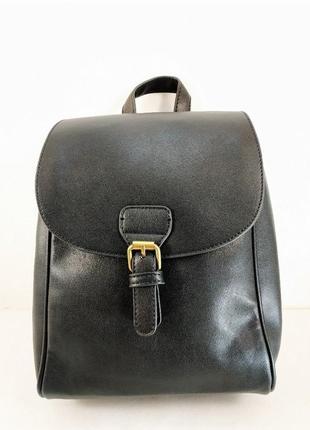 Черный стильный рюкзак