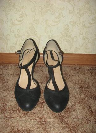 Черные босоножки с закрытым носком