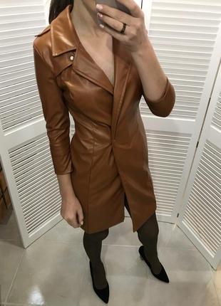 Тренд платье из экокожи