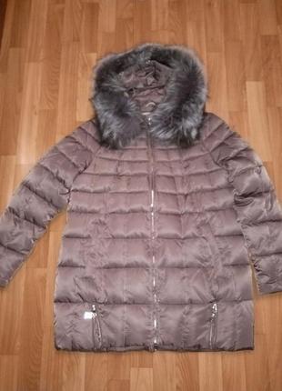 Очень теплая и стильная зимняя куртка. новая мех натуральный