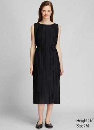 Элегантное черное плиссированное платье с подкладкой uniqlo