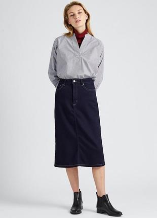 Темно-синяя  джинсовая миди юбка uniqlo с завышенной талией