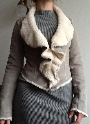 Фирменная стильная дубленка-куртка р.s