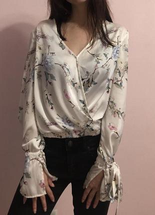 Атласная блузка bershka